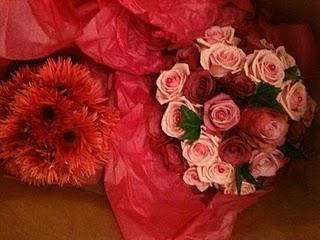 Röda och rosa bröllopsblommor