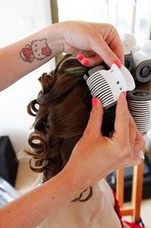 Bröllopsförberedelse med hårupsättning
