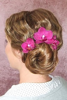 Blommor i vacker hårupsättning